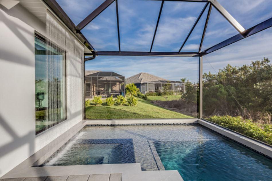 Swimming-Pool-screen-enclosure